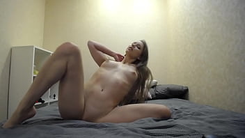 CoverMia Split dancing naked and masturbating