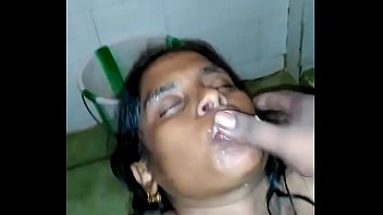 tamil aunty blowjob in toilet