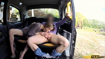 She had no cash so I fucked a hot blonde in my taxi