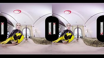 Batgirl XXX Cosplay bat slut wants to fuck you silly in VR! Goggles On!