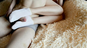 Sweet girl's little feet squeeze my dick 6分钟