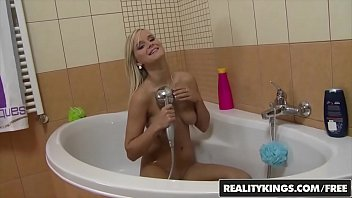 Mikes Appartment - Euro teen (Marry Queen) gets fucked after her bath - Reality Kings