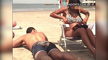 Amateur video on the beach shows beautiful breasts, brunette changing bikini