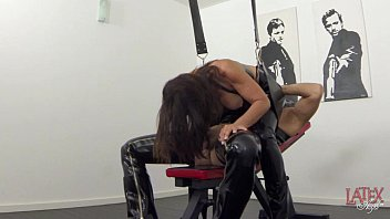 Extreme squirting and pissing in latex - 69VClub.Com