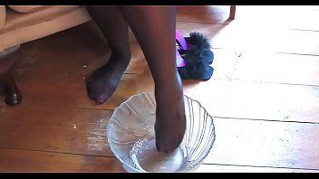 crazyamateurgirls.com - Champagne &amp_ Feet - crazyamateurgirls.com