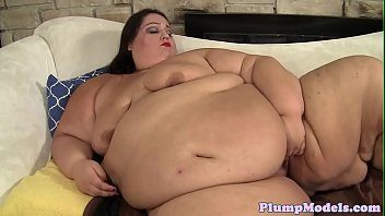Solo SSBBW satisfies her pussy with sextoys