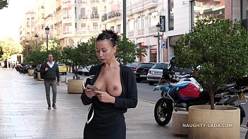 Nude wardrobe malfunction - Wardrobe malfunctions in public