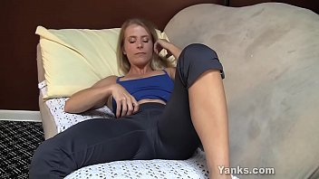 Yanks MILF Skyla Masturbates And Cums