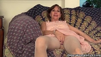 USA gilf Penny rubs her pantyhosed pussy