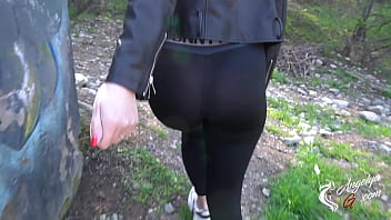 Creampie in the park after a cool blowjob from a stranger