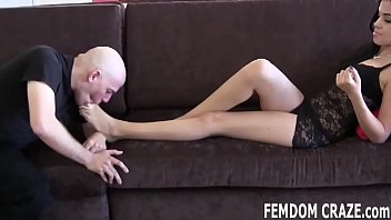 I have a special treat for my favorite foot freak