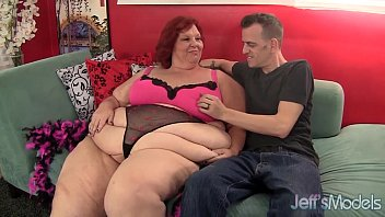 Redhead mature whore Sweet Cheaks gets fucked hard. Vorschaubild