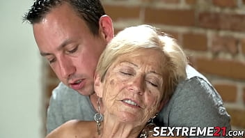 Old seductress eaten out before big dick insertion hd xvideo