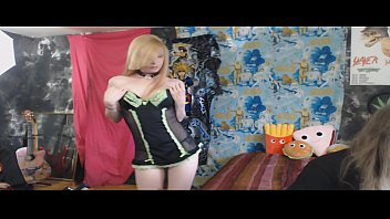 GamerGirlRoxy Strips naked and dances