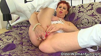 UK gilf Sensual Caroline shows her finger skills