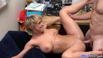 MILF Dee Williams gets a mouth and faceful of cum