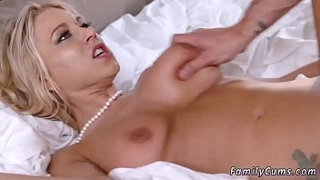 Almost get caught by mom squirting Unpacking Stepmom