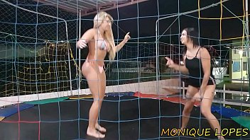 Patrão Puts The Hot Employee To Sit On Pau Pula Pula naughty Alexswingrj and Lunna Real Completo on Red