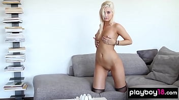 Blondie from nextdoor shows her perfect nude curves