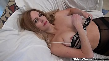 Leg long mature - American milf phoebe waters plays with pussy and nipples