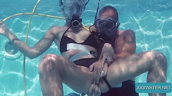 Minnie Manga and Eduard fucking hardcore underwater