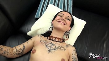 Dirty whore and her first camera audition goes really wild Vorschaubild