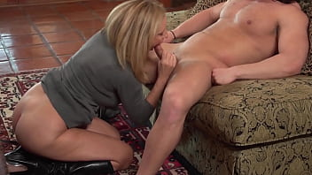 Cougar in boots fucked