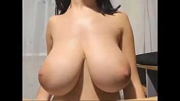 Free babe tits Huge tits babe free cam show