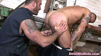 Insatiable top gives throatfuck to bottom