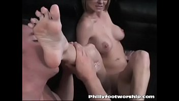 Nerdy Sexy College Girl Get Her Feet Worshiped