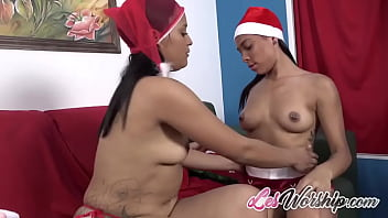 Latina Teen With Hot Body And Her MILF Lesbian Sex Partner 5分钟