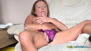 EUROPEMATURE Hot Babe Playing With Glass Toy