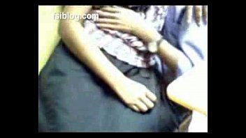 indian-jaipur-cybercafe-scandal-girl-get-boobs-exposed-and-p