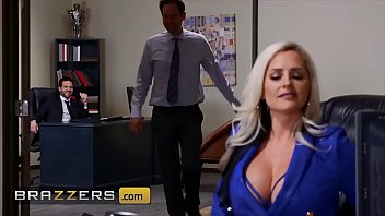 Seductive Milf (Alena Croft) Is So Thirsty For Lucky Mans Cock - Brazzers