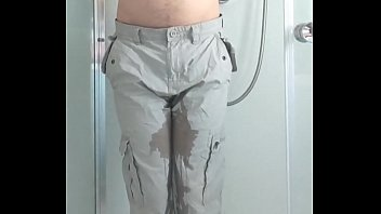 Guy pees light coloured trousers