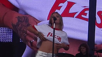 Tove Lo - Outside Lands Music & Arts Festival in San Francisco - 2017-08-11 (uploaded by celebeclipse.com) Thumb
