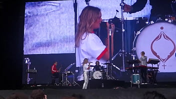 Tove Lo - Outside Lands Music & Arts Festival in San Francisco - 2017-08-11 (uploaded by celebeclipse.com) thumbnail