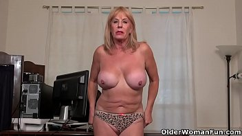 American granny Phoenix Skye proves her sexiness