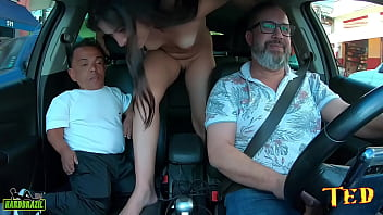 The dwarf in the square is ours, gets on the ride and Pamela Pantera's ass can't resist - Zezinho Teves
