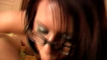 Babe whith glasses blowjob
