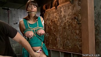 Busty beautiful newcomer on hogtie 5分钟
