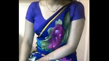 Sexy Desi Aunty boobs teasing in saree xdesitubes.com