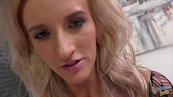 Petite Skylar Green does tugjob preview image