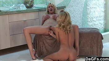 Lesbian babes getting it on