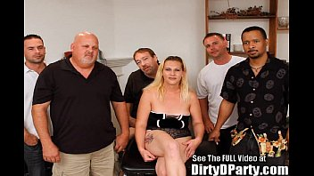 First Dirty D Party per questa puttana MILF!
