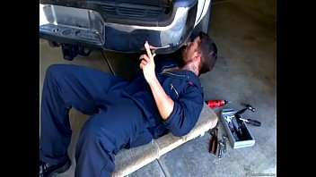 Mechanic gets blowjob from customer video