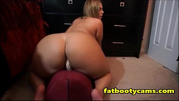 Thick Blonde Milf with Spectacular Ass - fatbootycams.com