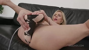"""Brittany Bardot Testing The Handmade """"Horse Power"""" Size L (With Additional Anal Fisting) TWT018"""