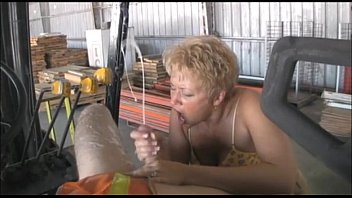 Old ladies sucking huge cocks - Making the worker explode