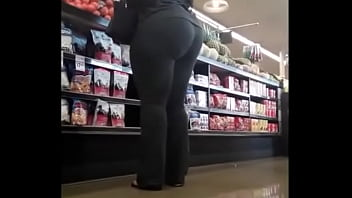 FAT BOOTY EBONY IN TIGHT PANTS CANDID